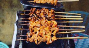 Muốn tìm địa điểm ăn vặt Hà Nội ngon, cứ đến 3 khu chợ sau là có!